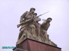 Monument aux morts des Armées de Champagne et ossuaire de Navarin (également sur commune de Sainte-Marie-à-Py) - English: War Memorial at the Ferme de Navarin