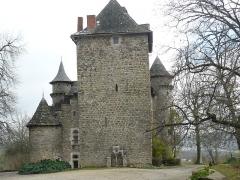 Château de la Pèze - Français:   La tour des Gaubert est devenu le donjon du château qui a été construit ultérieurement