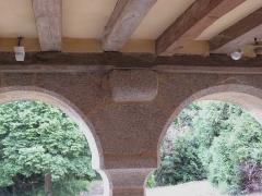 Ensemble dénommé Le Grand Poillé - Français:   Détail du porche, charpente.