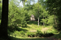Ermitage de Saint-Rouin, puis chapelle de pèlerinage - Français:   La cathédrale de verdure avec le rétable de l\'assomption