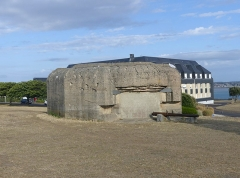 Batterie d'artillerie du Roc - English: Sight of one out of four bunkers of the Atlantic Wall, on the Pointe du Roc Cape, in Granville, Normandy, France.