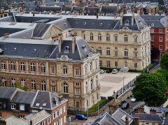 Palais de Justice - Deutsch:   Blick von der Kathedrale Unserer Lieben Frau auf den Justizpalast, Amiens, Département Somme, Region Oberfrankreich (ehemals Picardie), Frankreich