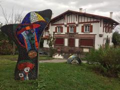 Villa Saraléguinéa -  Michel Duboscq-en eskulturak Getariako Saralegienea etxean