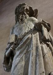 Ancien couvent des Cordeliers - Français:   Apôtre non identifié, calcaire polychrome, par le \