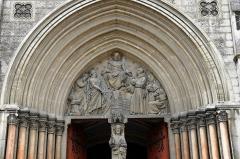 Eglise Saint-Bruno - Français:   Tympan du portail occidental de l\'église Saint-Bruno de Voiron, XIXe siècle