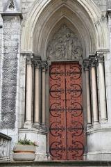 Eglise Saint-Bruno - Français:   Portail de l\'église Saint-Bruno de Voiron: la Sainte Famille