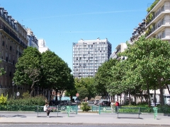 Tour Albert - English: View of the avenue de la Sœur-Rosalie from the place d'Italie, with the Tour Albert in the background