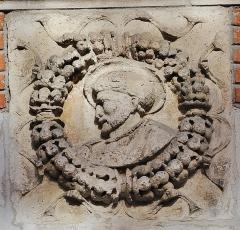 Hôtel Thomas ou Thomas de Montval - Français:   Médaillon de la Renaissance attribué à Nicolas Bachelier (1542) pour l\'hôtel de Pins. Actuellement à l\'hôtel Thomas de Montval, Toulouse.