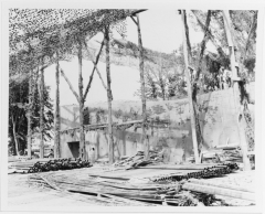 Rampe de lancement de V1 de Brécourt - English:   Rear view of an incomplete launching ramp for German V-1 flying bombs, at Cherbourg, 12 July 1944. Note the camouflage netting suspended over the site. Official U.S. Navy Photograph, now in the collections of the National Archives.  Catalog #: 80-G-254533