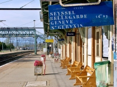 Gare - English: Sight, in 2008, of an old departures display board at Culoz railway station, in Ain, France. The next train on this platform is the regional train n° 96525 leaving at 14:02.