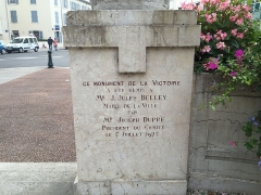 Monument aux morts - French Wikimedian, software engineer, science writer, sportswriter, correspondent and radio personality