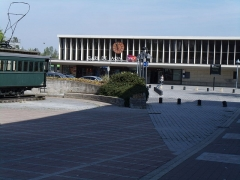 Rotonde et halle-atelier ferroviaires - English: Laon station from the parking
