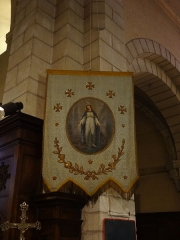 Eglise paroissiale Notre-Dame de l'Assomption -  Vierge Marie sur une bannière de procession, église ND de l'Assomption de Reillanne
