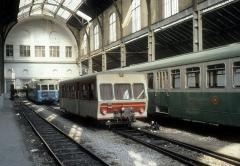 Ancienne gare du Sud - Deutsch: CP, Chemins de fer de Provence: Ein Schienenbusbeiwagen in der Halle der Gare CP / des CP-Bahnhofs in Nice / Nizza im August 1980.
