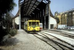 Ancienne gare du Sud - Deutsch: CP (Chemins de fer de Provence) im Juli 1983: Der Autorail / Dieseltriebwagen SY-01 verlässt den Endbahnhof in Nizza, Gare Nice CP / Nice Gare du Sud. - Der Dieseltriebwagen wurde 1971/1972 von der Compagnie de chemins de fer départementaux (CFD) in Montmirail an die CP geliefert. Der Triebwagen erhielt später die Nummer X 301.