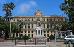 Monument aux morts de la guerre de 1914-1918 - English: Mairie de Cannes