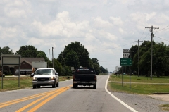Ancienne grange d'Outre-Aube - English: Arkansas Highway 130 in Stuttgart, first reassurance marker past the US 165 intersection