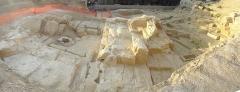 Carrière antique de la Corderie - Français:   vue panoramique du site archéologique de la Corderie, photo prise dos au rempart de Louis XIV, au fond le bd de la Corderie