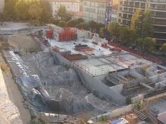 Carrière antique de la Corderie - Français:   état du site avec l\'immeuble de Vinci en constructtion