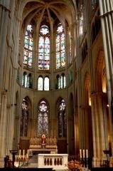 Eglise Saint-Vincent-de-Paul-Les Réformés - English: Choir of Église des Réformés in Marseille.