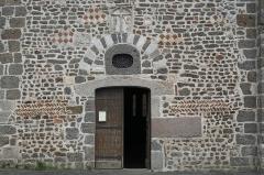 Église Saint-Jean Baptiste - Deutsch:   Katholische Pfarrkirche Saint-Jean-Baptiste in Chassenon im Département Charente (Nouvelle-Aquitaine/Frankreich)