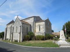 Eglise Saint-Simon - English:   Saint-Simon-de-Bordes, the village church and the war memorial