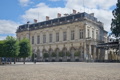 Ancien palais archiépiscopal, devenu Hôtel de ville - English: Bourges, building next to cathedral
