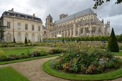 Ancien palais archiépiscopal, devenu Hôtel de ville - Français:   Cathédrale Saint-Étienne Palais archiépiscopal de Bourges