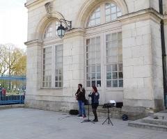 Ancien palais archiépiscopal, devenu Hôtel de ville - Français:   Duo jazz chant/guitare, au Palais archiépiscopal de Bourges.