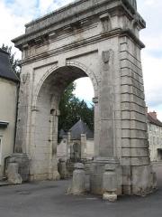 Fort d'Asnières dit fort Brûlé (également sur commune de Norges-la-Ville) - Porte de ville dite Porte de Paris