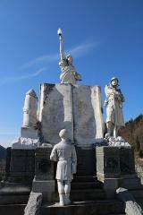 Monument aux morts - Français:   Vue d\'ensemble du monument