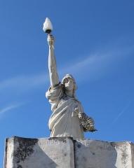 Monument aux morts - Français:   Détail de la statue de Marianne.