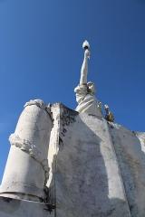 Monument aux morts - Français:   Détail de la Liberté éclairant le Monde