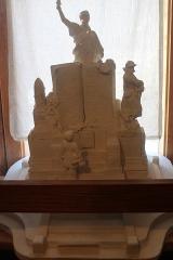 Monument aux morts - Français:   Projet B en plâtre qui a été retenu.