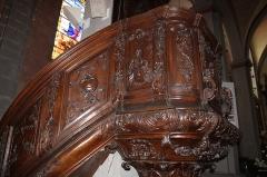 Eglise paroissiale - Français:   Détail de la chaire en bois sculpté.