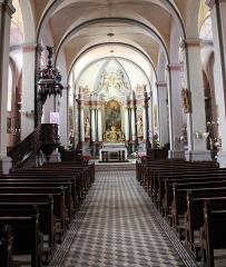 Eglise paroissiale - Français:   La nef de l\'église.