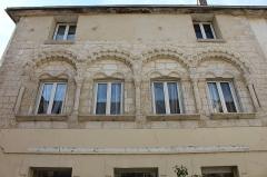 Maison romane - Français:   Maison romane le long de la rue de Sénarmont, Dreux.