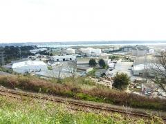 Tumulus de Réuniou - Brest: la zone industrielle portuaire, partie est, vue depuis le plateau de Saint-Marc