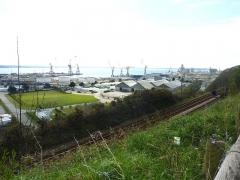 Tumulus de Réuniou - Brest: la zone industrialo-portuaire, partie ouest, vue du plateau de Saint-Marc