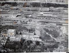 Tumulus de Réuniou - Vue de la gare de Brest - photographie issue de l'album de Eugene O'Brien. O'Brien a servi dans le 125 ème escadron durant la seconde guerre mondiale.