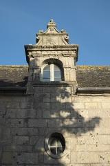 Demeure - Deutsch: Dachgaube in Roscoff im Département Finistère (Region Bretagne/Frankreich)
