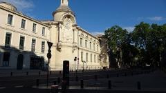Ancien hospice devenu palais des arts, puis agrandi en lycée, actuel lycée Alphonse Daudet -  DSC00300