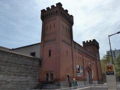 Ancienne prison Saint-Michel - Français:   A l\'image de la ville rose le bâtiment est construit en briques. Il est inscrit dans la base Mérimée des Monuments Historiques depuis 2011. Numéro PA31000090