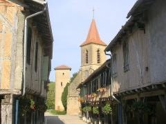 Eglise Saint-Jacques-le-Majeur, située au village -  Tillac (Gers)
