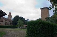 Eglise Saint-Jacques-le-Majeur, située au village -  Vue de Tillac, Tillac, Gers, France