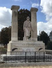Monument aux morts de la guerre de 1914-1918 - Français:   Monument aux morts de Condom, Gers