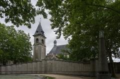 Monument aux Morts de la guerre 14-18 - English: Monument aux morts et Église Saint-Bruno de Bordeaux