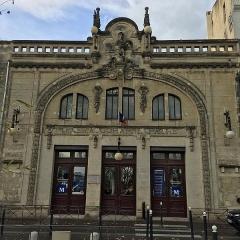 Ancien cinéma Pathé - Français:   Vue de la façade de l\'ancien cinéma Pathé, situé sur le boulevard Sarrail à Montpellier. Il est réalisé en 1908 par l\'architecte Hector Loubatié, la façade est sculptée par François Acher en 1909.