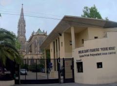 Eglise Saint-François de la Pierre-Rouge, de l'enclos Saint-François -  La grille d'entrée du Lycée.