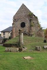 Eglise de la Sainte-Trinité-Notre-Dame - Français:   Extérieur de l\'église Sainte-Trinité de Tinténiac (35). Chapelle du prieuré (croisillon nord de l\'ancienne église).